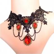 Elegante collar con colgantes rojos