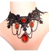 Elegante collar negro con colgante rojo
